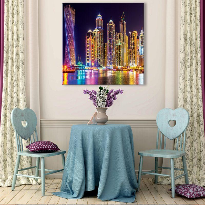 Muurdecoratie met canvas foto van kleurrijke nacht stad
